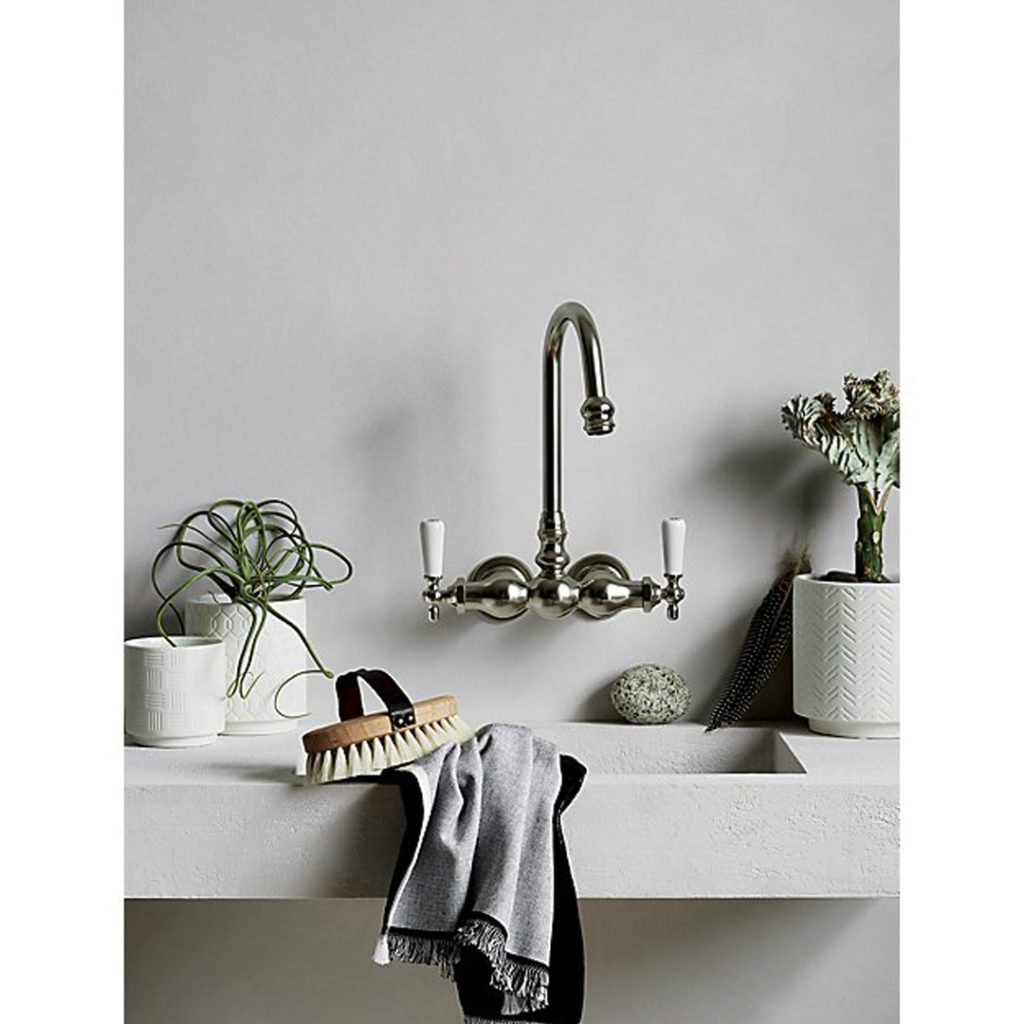 bathroom-sink-plant-decor